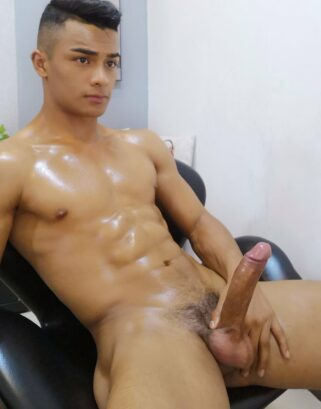 Sexy nude Latino muscle boy